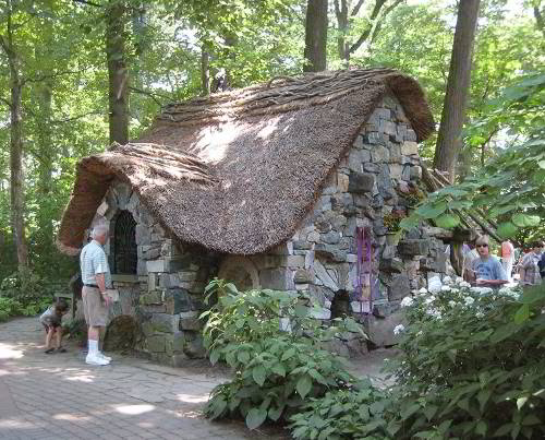 Stone_cottage_in_Enchanted_Forest_at_Winterthur.jpg